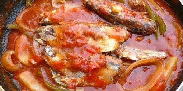 Sardinas con Tomate